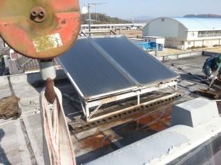 太陽熱温水器の解体